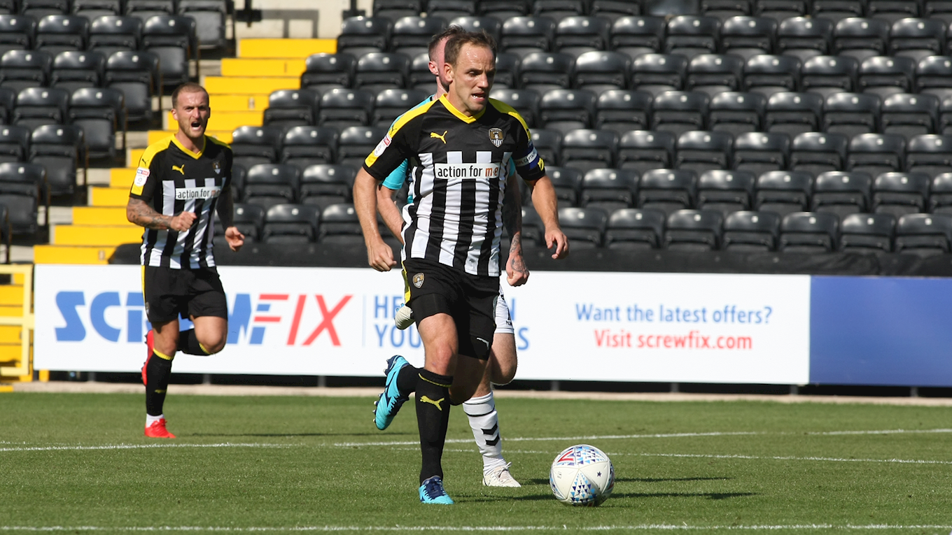 David Vaughan carries the ball